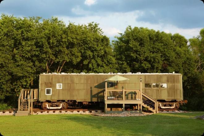 Необычный домик из вагона - как обустроить внутри