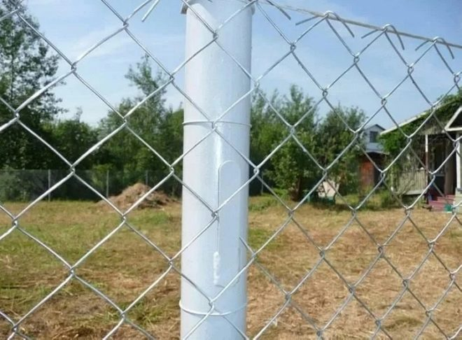 На каком расстоянии ставить столбы для забора из сетки рабицы