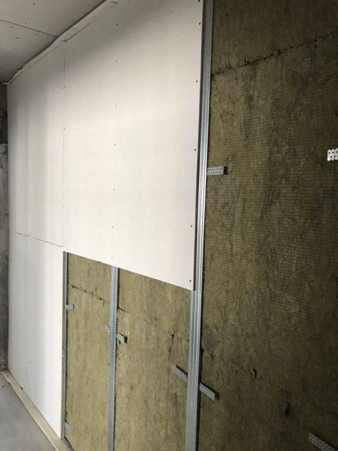 Как сделать шумоизоляцию потолка и стен квартиры