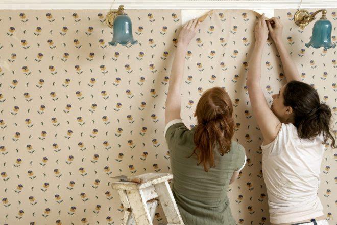 Как убрать вмятину на стене под обоями