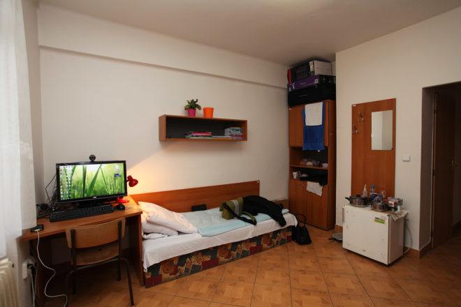 Как обустроить комнату в общежитии студентам