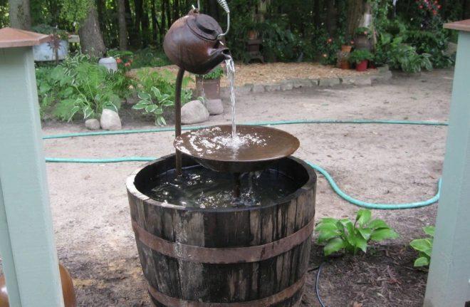 Как сделать фонтан без насоса своими руками