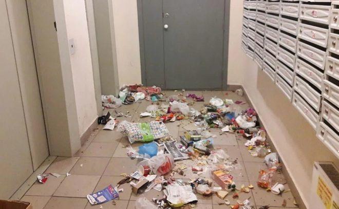 Что делать, если соседи оставляют мусор в подъезде
