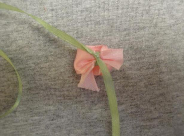 Делаем цветы из атласных лент