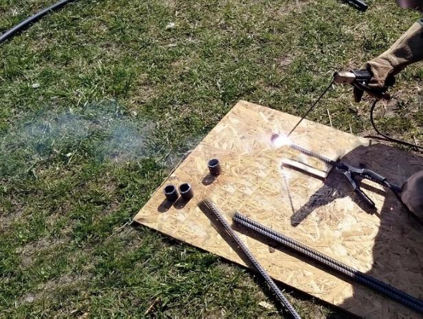 Крючок, нитки... зажигалка! Делаем необычного ёжика из плюшевой пряжи