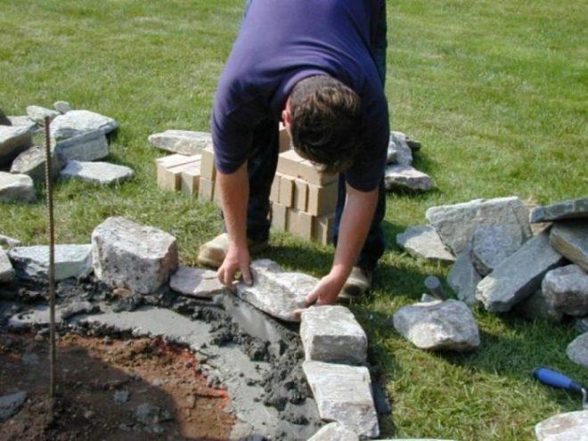 Делаем клумбы из камней