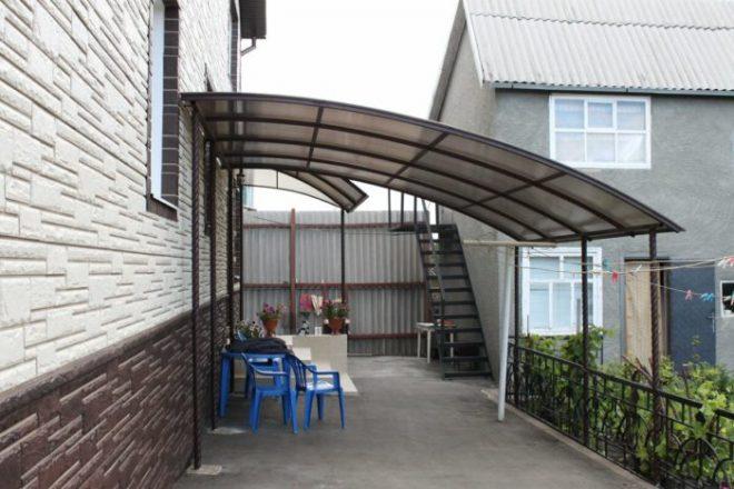 Из чего лучше сделать навес во дворе