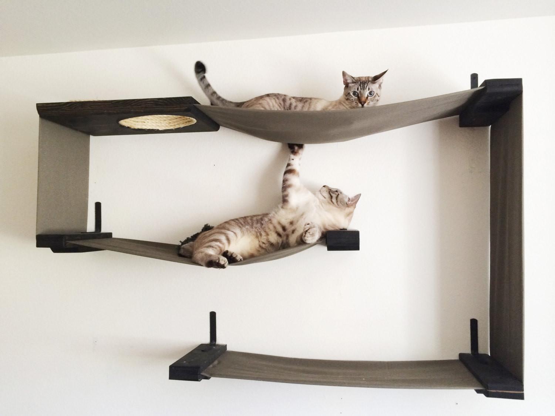 Декорированный дом для кота.