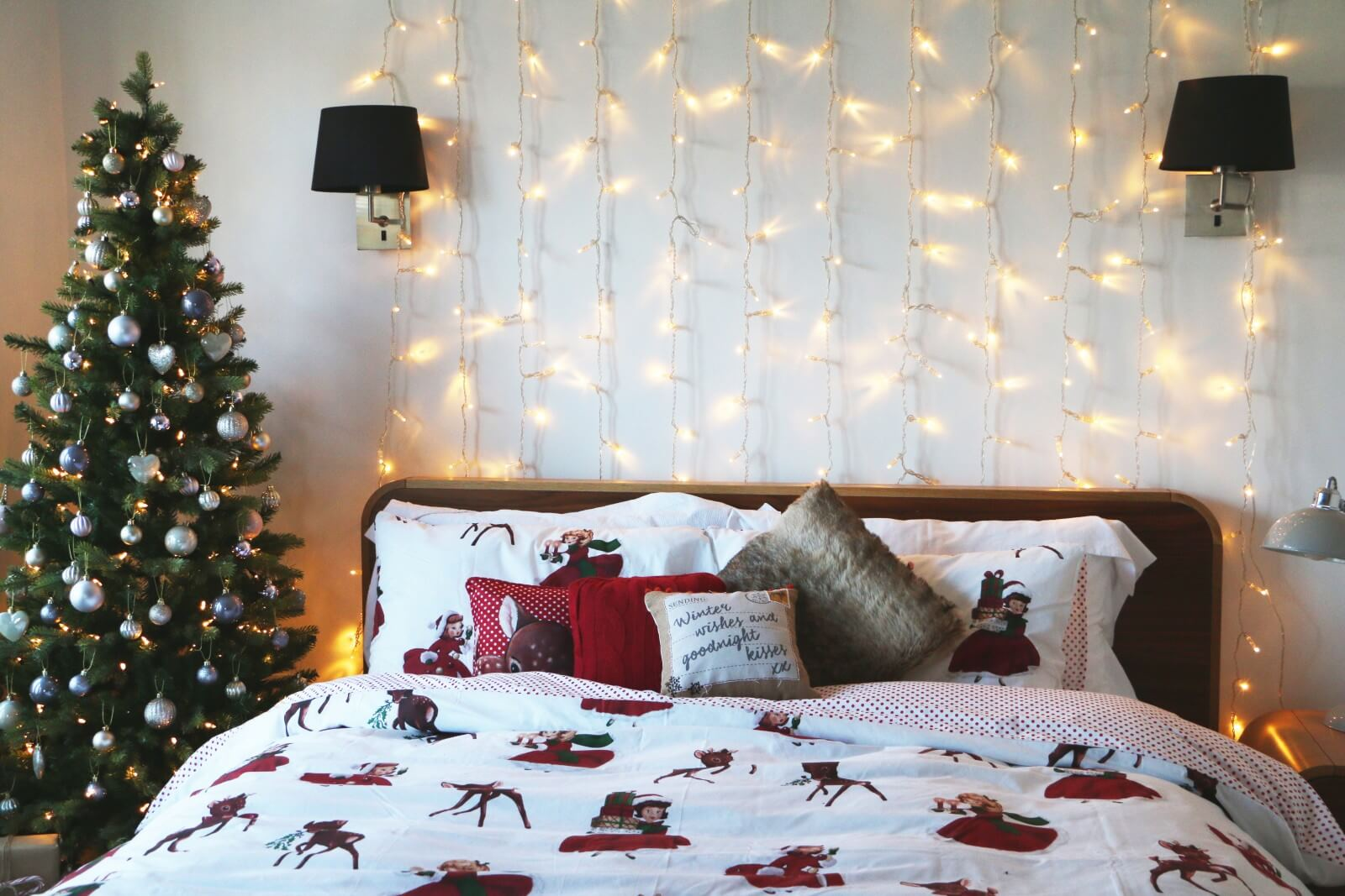 Вот, как украсить спальню на новый год 2021.