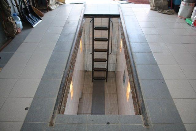 Лестница в смотровую яму в гараже