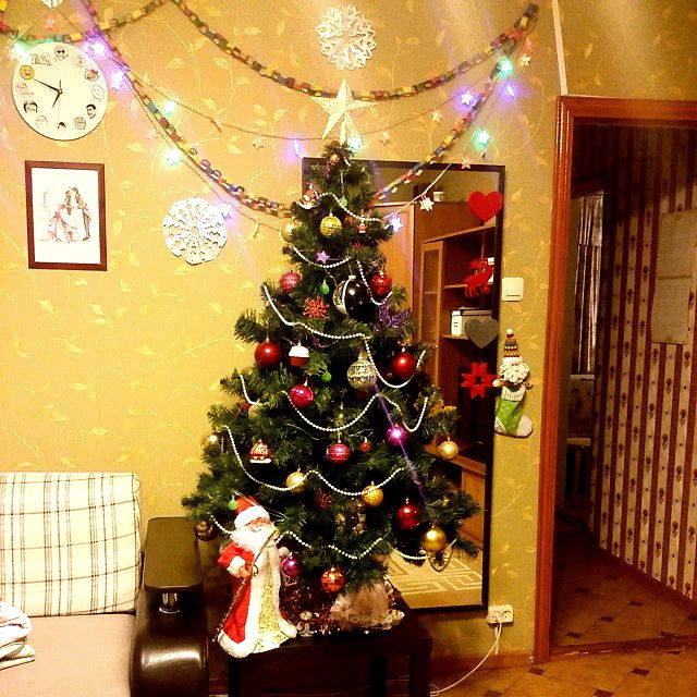 Красиво украшаем комнату на новый год