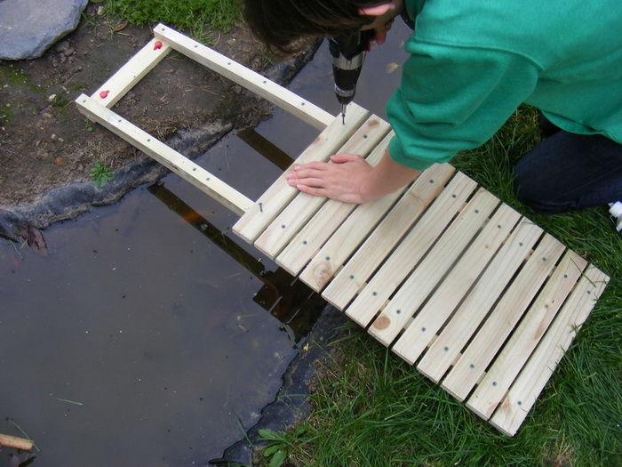 Как сделать мостик своими руками из подручных материалов 69