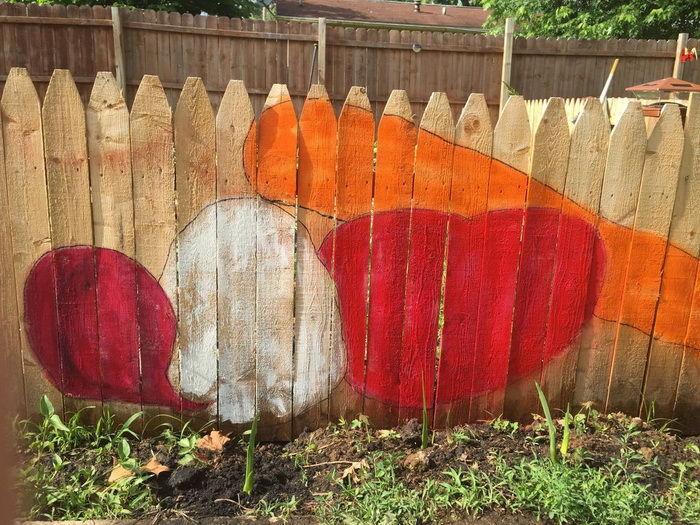 Как красить забор своими руками 64