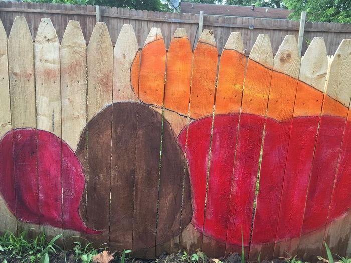 Как красить забор своими руками 72