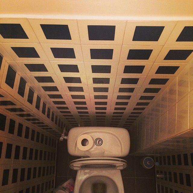 Скрытая камера на мужском туалете как дрочит