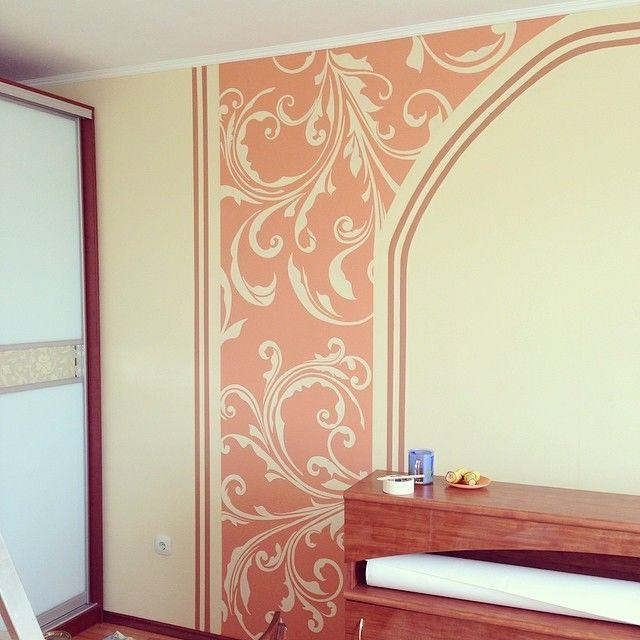 Рисунок на стене в зале