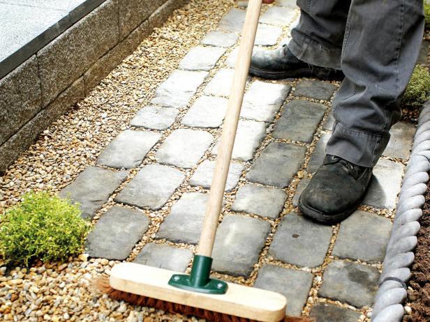 Укладка садовой дорожки