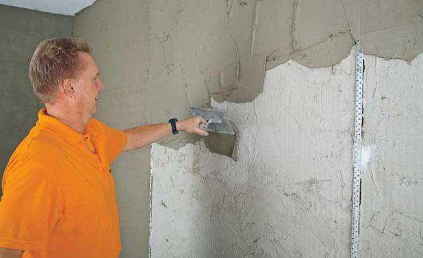 Как поштукатурить стену своими руками