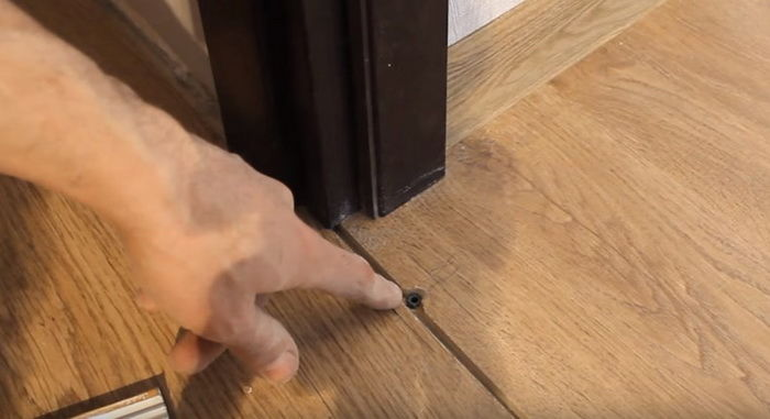 Монтаж межкомнатных дверей с порогом