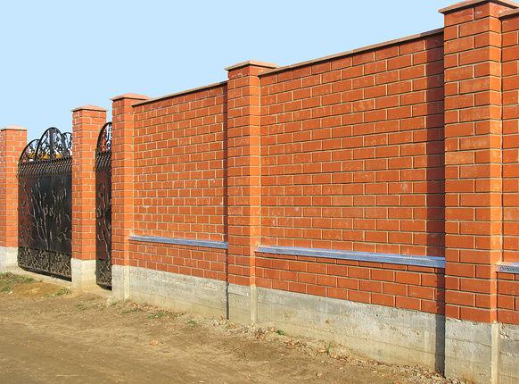 Забор из кирпича своими руками