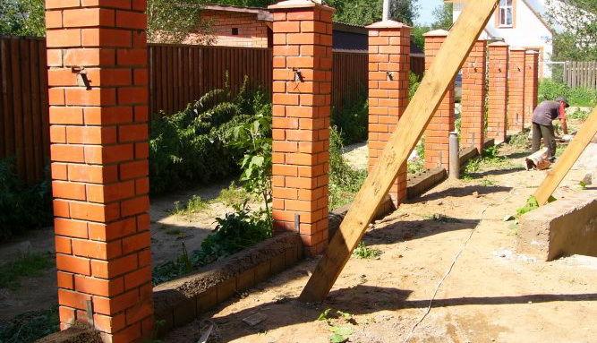 Забор из профлиста своими руками фото