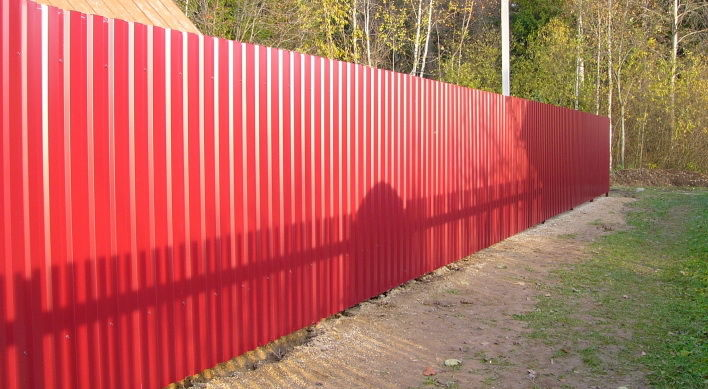 Забор в рамке из профлиста своими руками