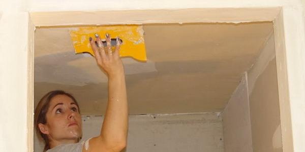 Как выровнять потолок в ванной